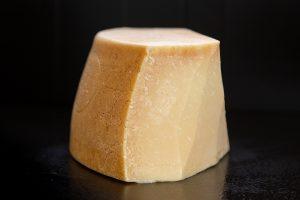 מארז אירוח מיקס גבינות פרימיום(7 סוגים -700 גרם)